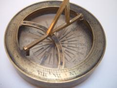 1927.46.14.1 Pocket compass and sundial