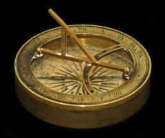 1927.46.14 Pocket sized combined compass and sundial